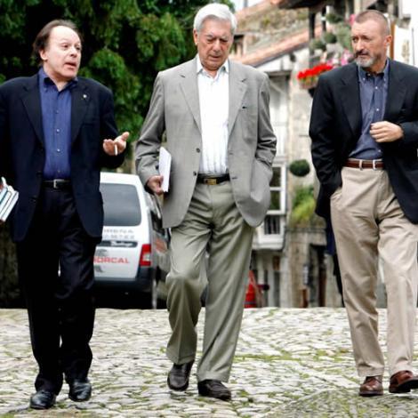 Javier Marías, Mario Vargas Llosa i Arturo Pérez Reverte —Fotografia extreta de www.elboomeran.com—